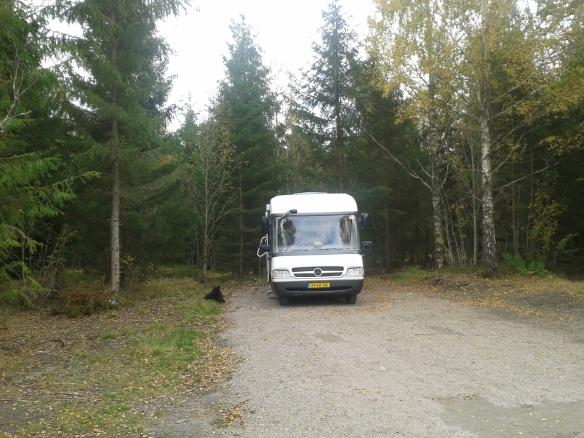 Met de camperkont in het bos. Altijd goed.