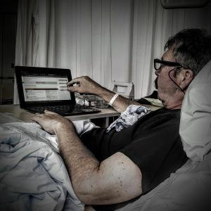 Leo checkt tussendoor nog even de berichtjes op het MSA forum